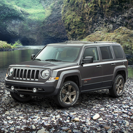 2016-Jeep-Patriot-75th-Anniversary-Edition-front-three-quarter-2.jpg